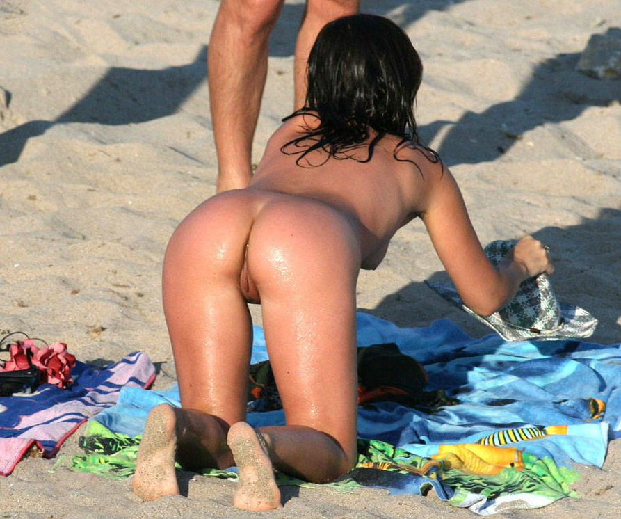 Some nude girls from Romania beaches